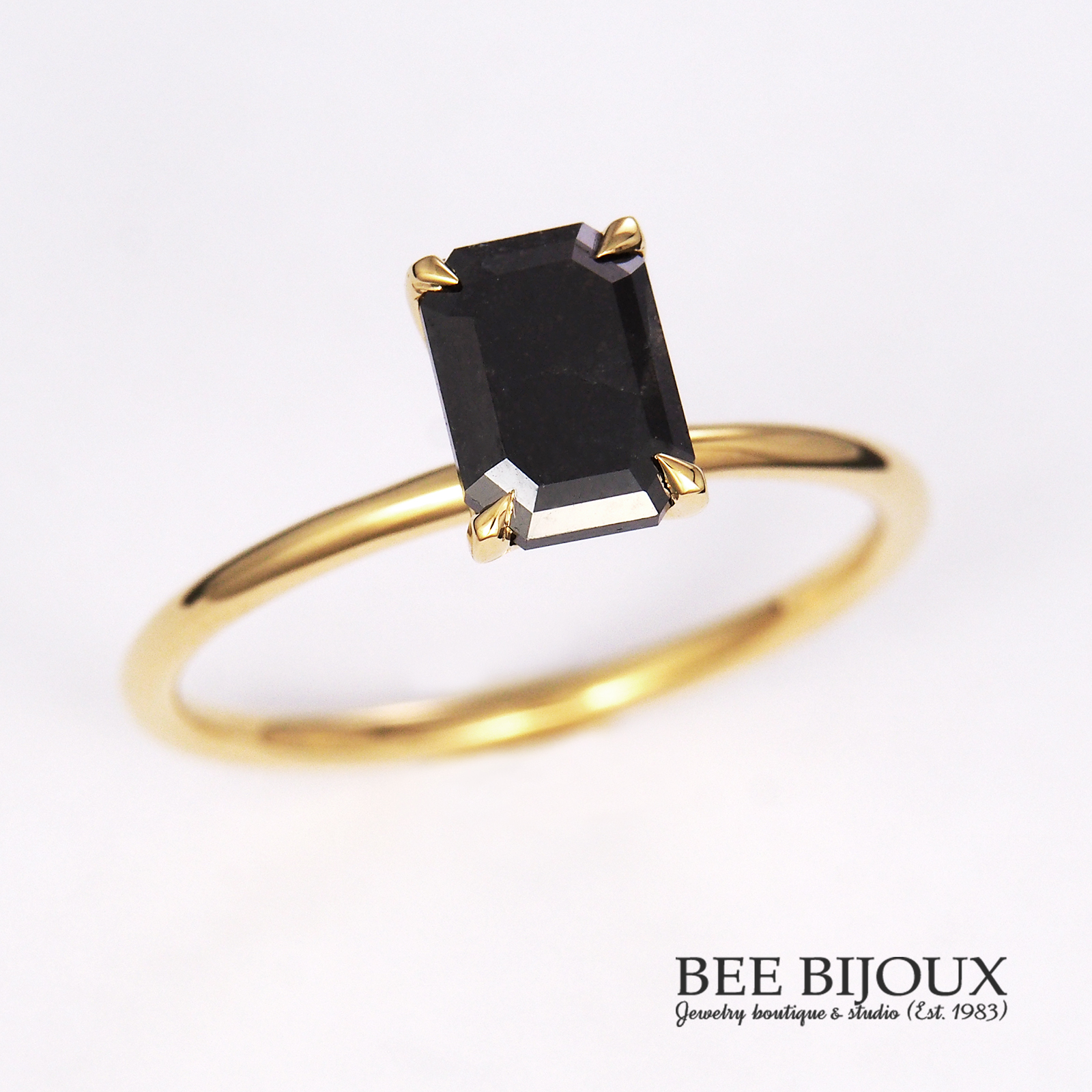 แหวนเพชรดำ